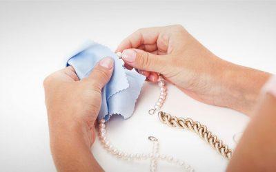 Consejos imprescindibles para limpiar joyas de oro