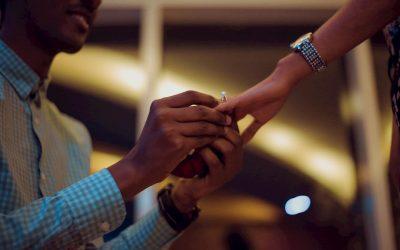 Donde se pone el anillo de compromiso